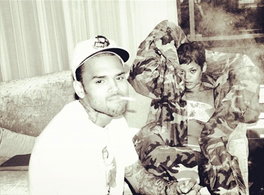 rihanna chris straddle 3